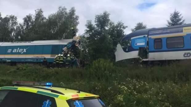 Два человека погибли при столкновении поездов в Чехии
