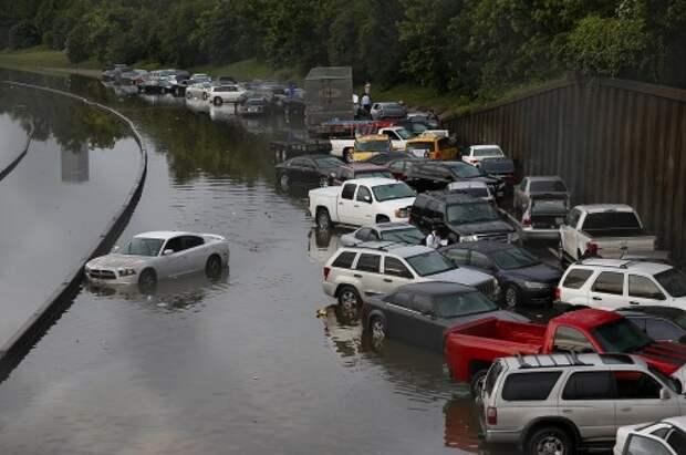Автомобили после наводнения в Техасе