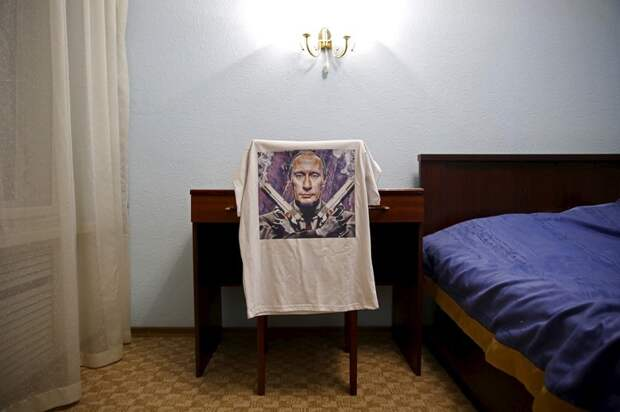 """""""Из России с любовью"""". Как фотограф-иностранец изучал Путина по сувенирам"""