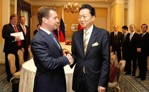 Экс-премьер Японии предложил признать Крым российским «в обмен» на признание Курильских островов «японскими»