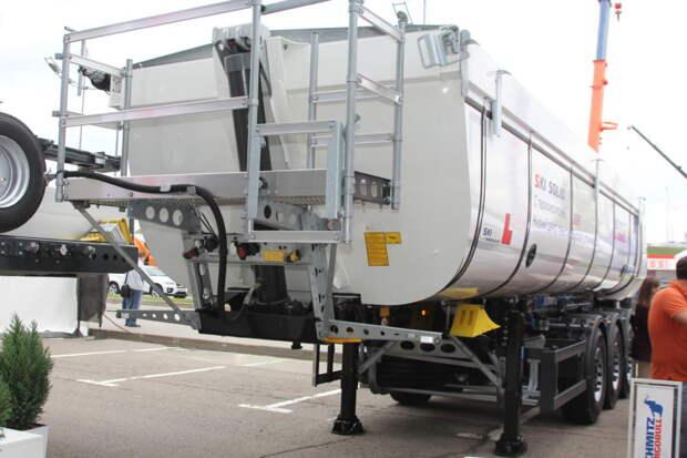 Асфальт не остынет! Изотермический полуприцеп-асфальтовоз от Schmitz Cargobull