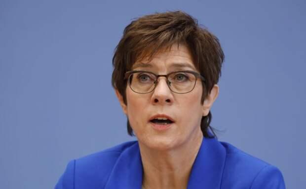 Добрый совет Шойгу не помог министру обороны Германии. Быть отставке?