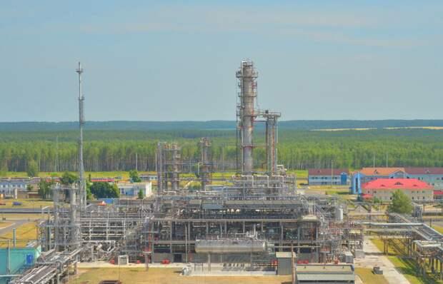Кто на самом деле продает украинским войскам топливо из Мозырского НПЗ