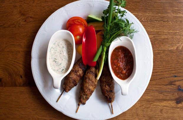 Домашняя аджика как на Кавказе: пропускаем острый перец через мясорубку и добавляем специи