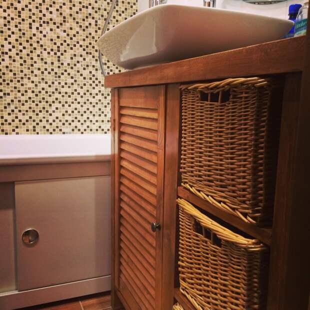 Косметический ремонт и оригинальная тумба для ванной из массива