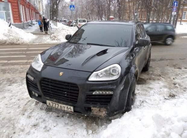 В Саратове побоялись эвакуировать Porsche Cayenne