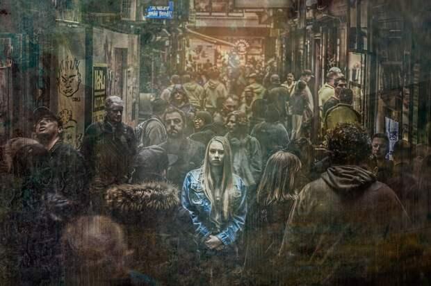 Панические атаки повторяются в общественных местах/ Фотобанк