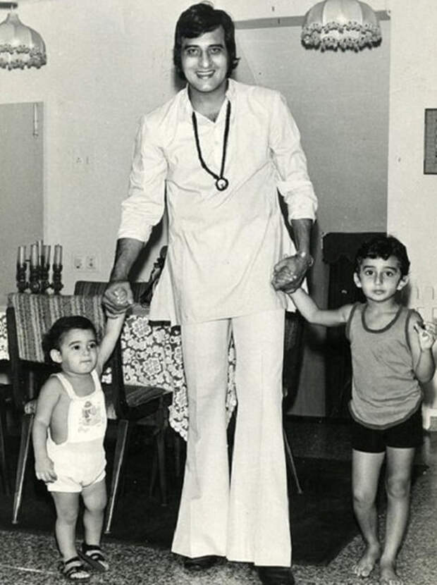 Винод Кханна с сыновьями Рахулом и Акшаем