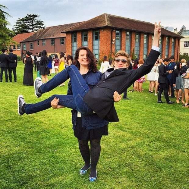 Дети Порошенко в Британии снялись для школьного альбома. Фото 2