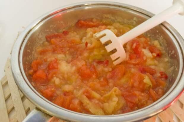 Измельчаем тушеные овощи блендером
