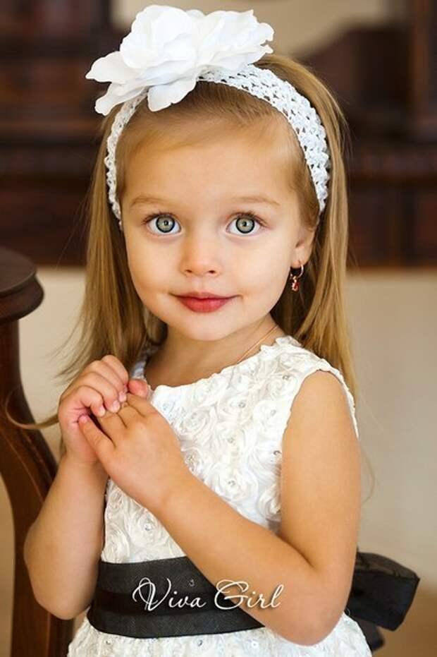10 самых красивых детей-моделей, которые содержат своих родителей