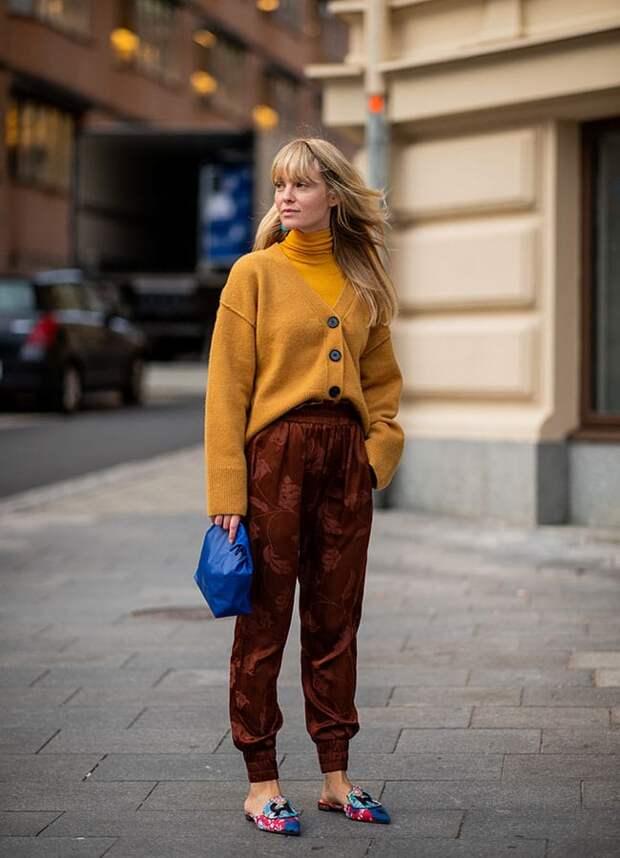Девушка в кардигане и брюках