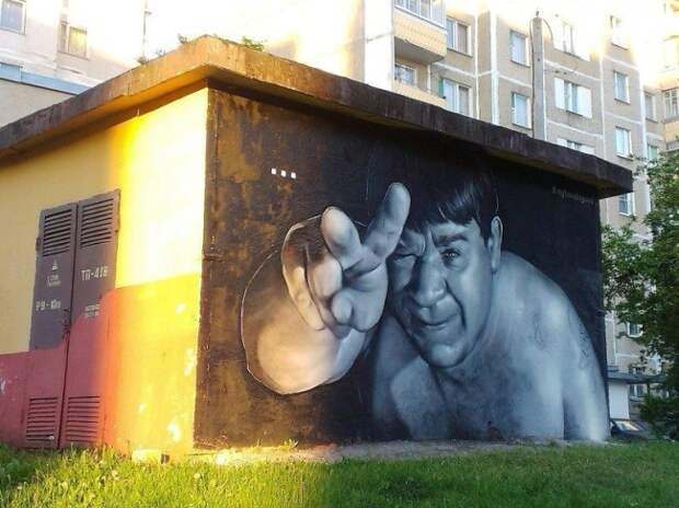 Уличные художники Витебска пытались сделать город интереснее. На некогда серых скучных стенах трансформаторных будок появились портреты Юрия Гагарина, Сальвадора Дали, Боба Марли, Евгения Леонова и другие.