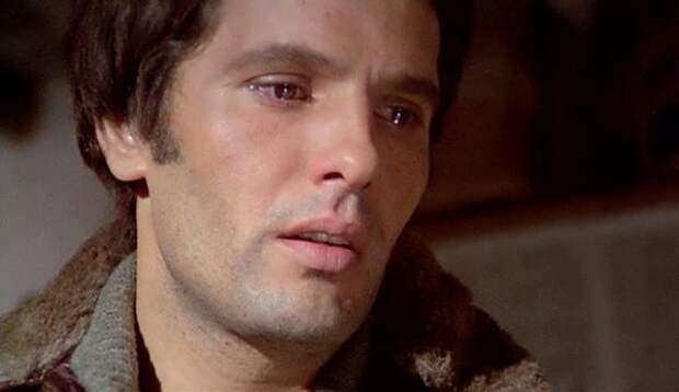 Джулиано Джемма в фильме «Преступление во имя любви» (1974)