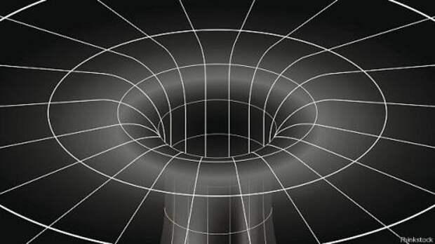 В центре черной дыры пространство бесконечно искривлено