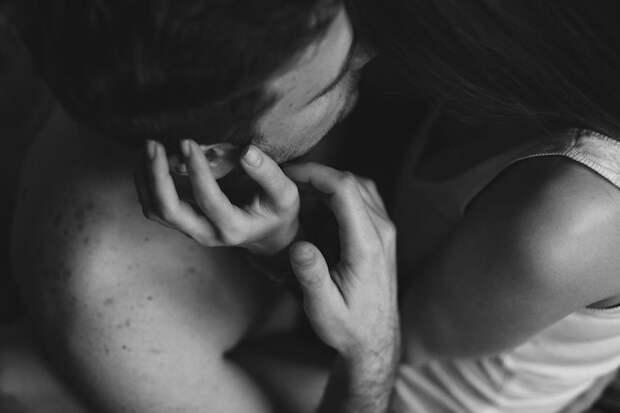 Интимные фотографии, запечатлевшие трогательные проявления любви