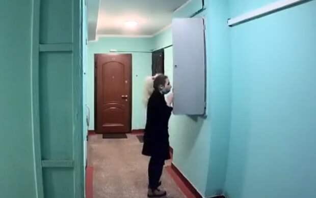 Жители дома на Хачатуряна пожаловались на наплыв закладчиков в подъездах