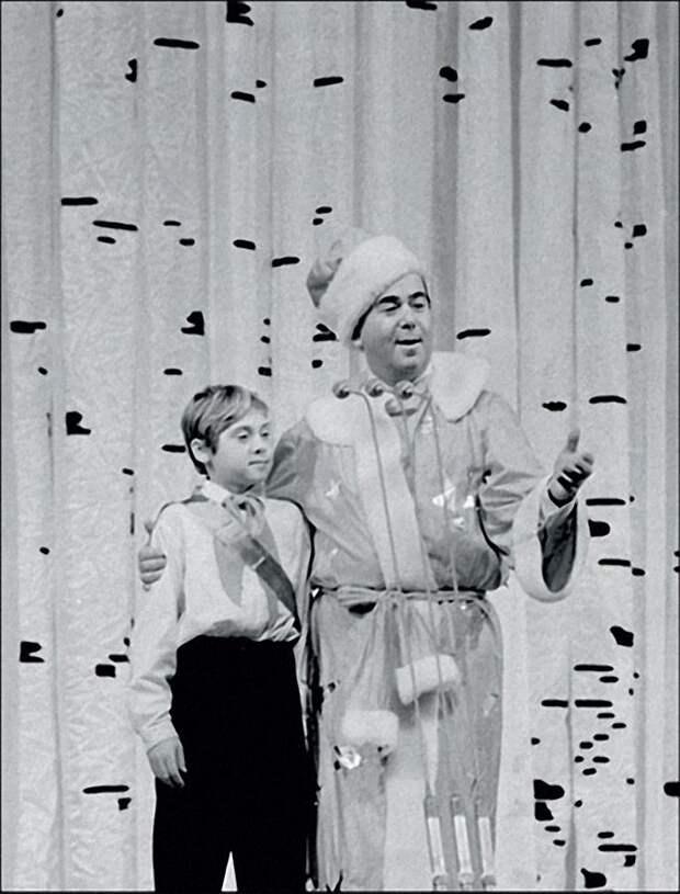 1965. Конферансье Борис Брунов и пионер — Новый год на молодежном балу в Кремле