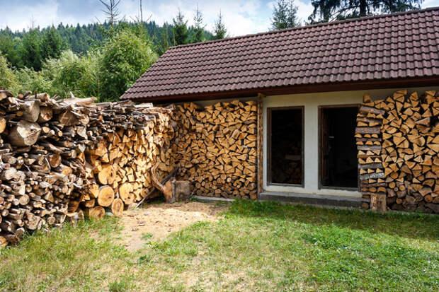 Стена из дров