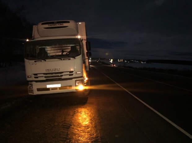 В Рязанском районе автомобиль «Исузу» сбил пешехода и врезался в грузовик «МАН»
