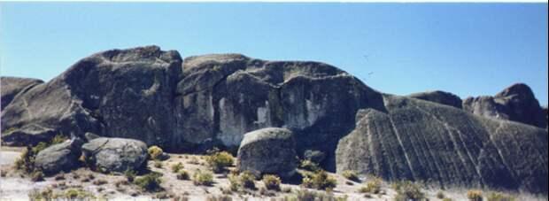 Человек, смотрящий в небо. Источник https://beforeatlantis.com/2019/01/09/three-faces-altered-landforms-or-pareidolia-part-2-a-face-on-the-marcahuasi-plateau/