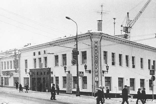 Здание «Камы» – сразу за старым «Театром на Таганке». В 1970-е градозащитники были против его сноса, потому что там «...Вяземский с Пушкиным пили».