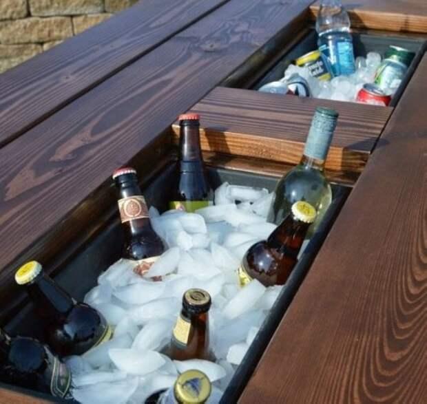 Такой стол обязательно пригодится на любой даче.