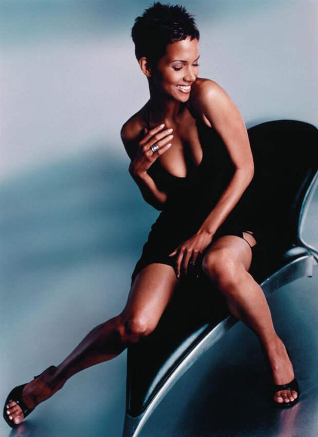 Холли Берри (Halle Berry) в фотосессии Антуана Вергла (Antoine Verglas) для журнала Maxim (июль 2000), фото 10