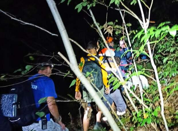 В Сочи спасатели помогли заблудившейся тургруппе с детьми