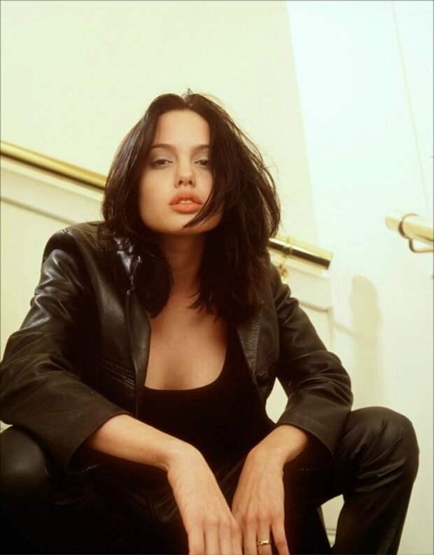 12 очень крутых фото молодой Анджелины Джоли