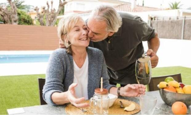 Названы самые опасные для здоровья пожилых людей напитки