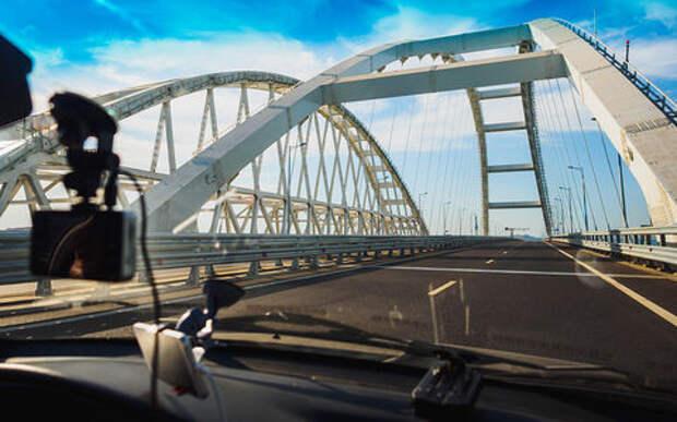 Названа средняя загрузка Крымского моста: 15 тысяч машин в сутки