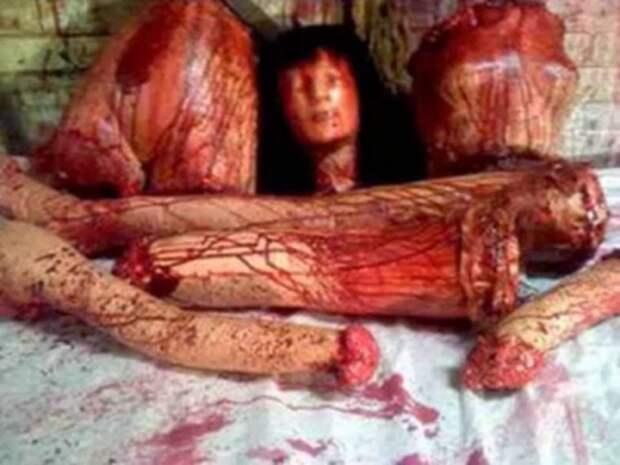 Кукла, изобращающая расчленённый труп.