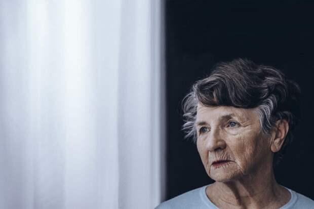 Ученые назвали, какие признаки появляются первыми при болезни Альцгеймера