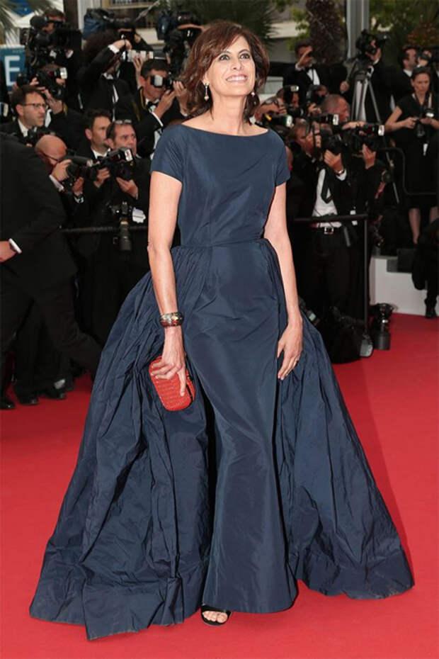 Инес де ля Фрессанж в синем вечернем платье