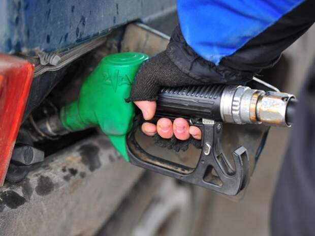 Правительство заверило, что бензин не подорожает больше чем на 10%