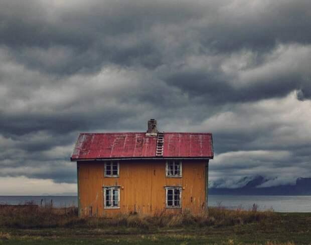 zabroshennye-udalennye-doma-za-severnym-polyarnym-krugom-fotograf-Britt-Mari-Bay_12