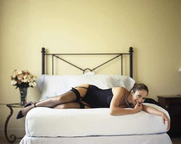 Дженнифер Лопес (Jennifer Lopez) в фотосессии Фируза Захеди (Firooz Zahedi) для журнала Vanity Fair (1998), фотография 7