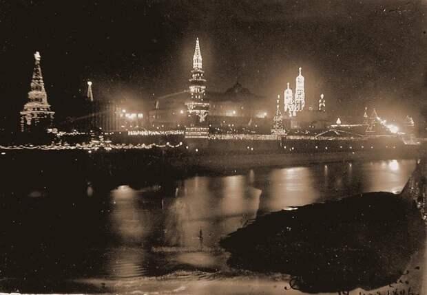 12. Кремль декорирован электрическими лампочками в честь коронации Николая II. 1896 г. исторические фотографии, история, фото