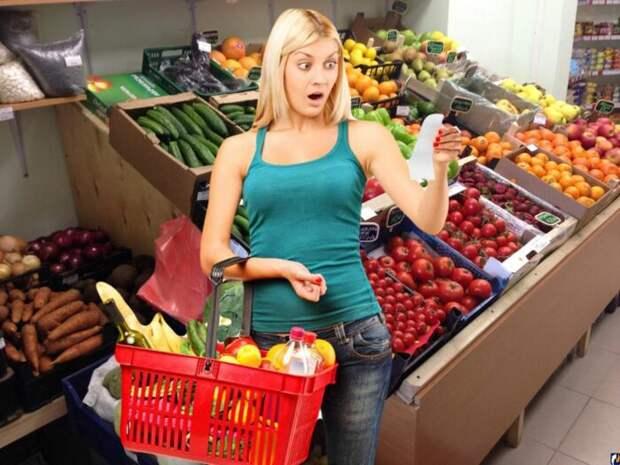 Шоковый сценарий для России: экономия на еде и 100 рублей за доллар