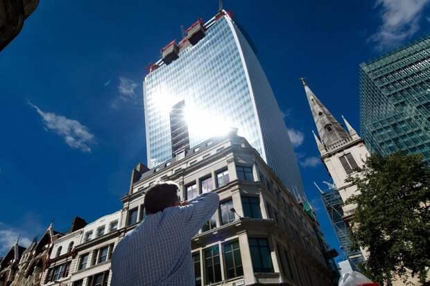 Walkie Talkie для Дарта Вейдера: изогнутый лондонский небоскреб жарит нехуже Звезды Смерти