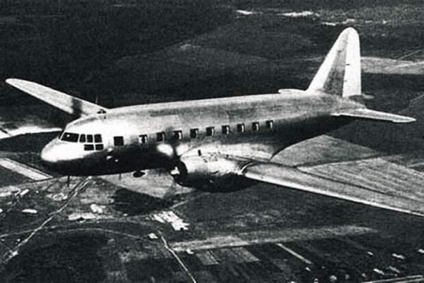 Такой же ИЛ-12 был сбит над Хуа-Гоу 27 июля 1953 года. В салоне были члены медкомиссии и молодые офицеры, а не высокопоставленные военначальники, за которыми охотились американцы.  Фото: Авиационная энциклопедия / avivar.ru