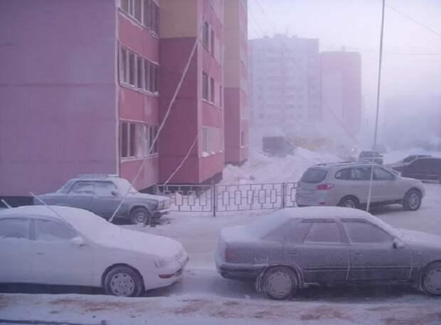 Для чего суровые сибирские водители тянут к машинам провода из квартир