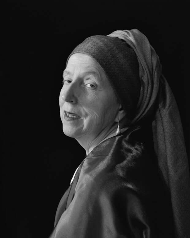 Женщина фотографирует себя в образе героев классических картин