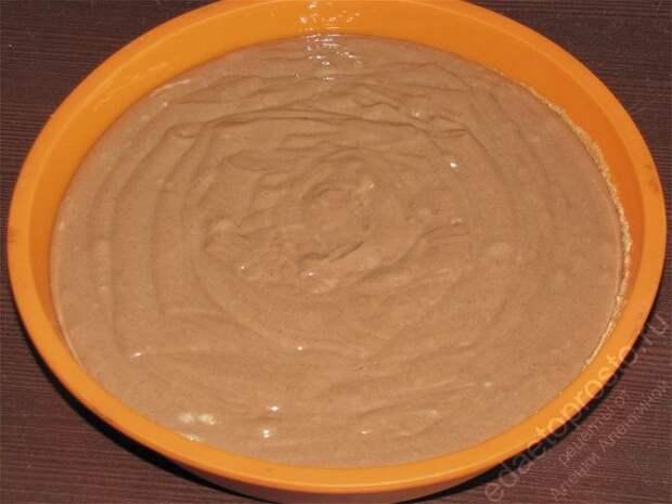 Залить темную часть теста в формочку. пошаговое фото этапа приготовления торта Графские развалины