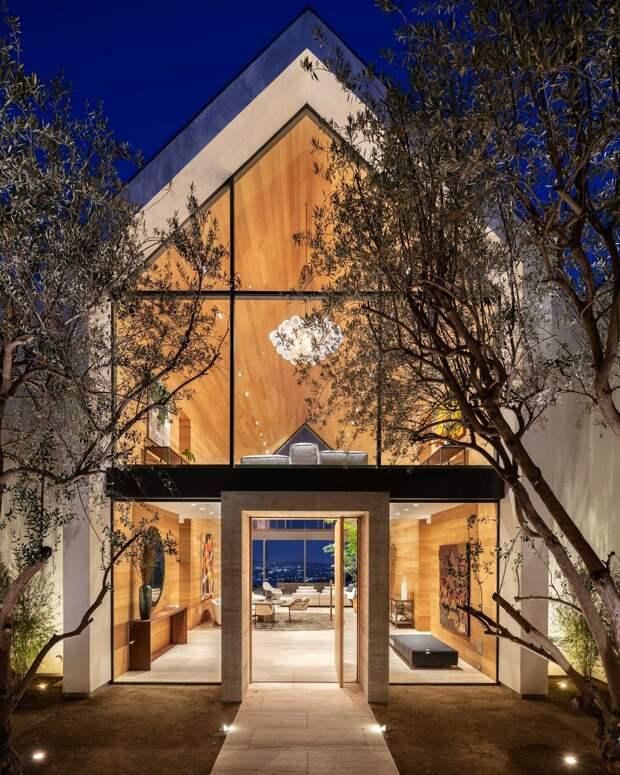Тройной дом с парящим бассейном на Голливудских холмах