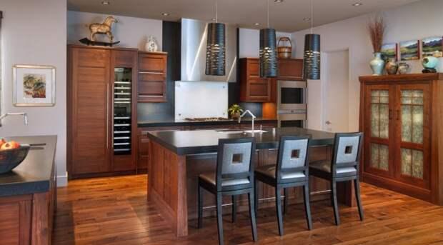Небольшая кухня венге в теплой цветовой гамме создает необычайно уютную атмосферу