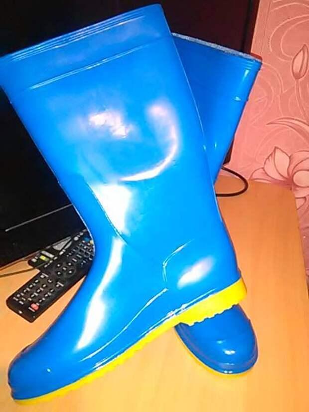 Дочь офицера,крымчанка :злобные гоблины не разрешают ходить в жовто-блакитних ластах...