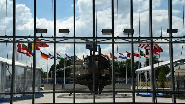 РФ и НАТО закрывают свои представительства в Москве и Брюсселе