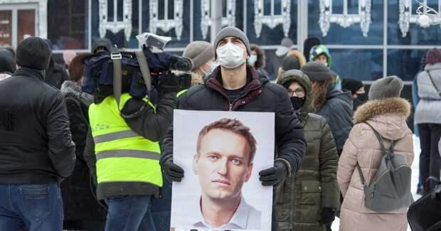 Нежный пациент: Навальный не перенес введение трубки для кормления